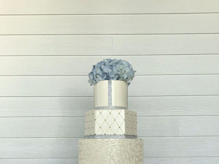 Tmx 1516740327 030007d355028ded 1516740324 2128583fd47ccbc6 1516740323346 31 Different Shapes  Saint Petersburg, Florida wedding cake