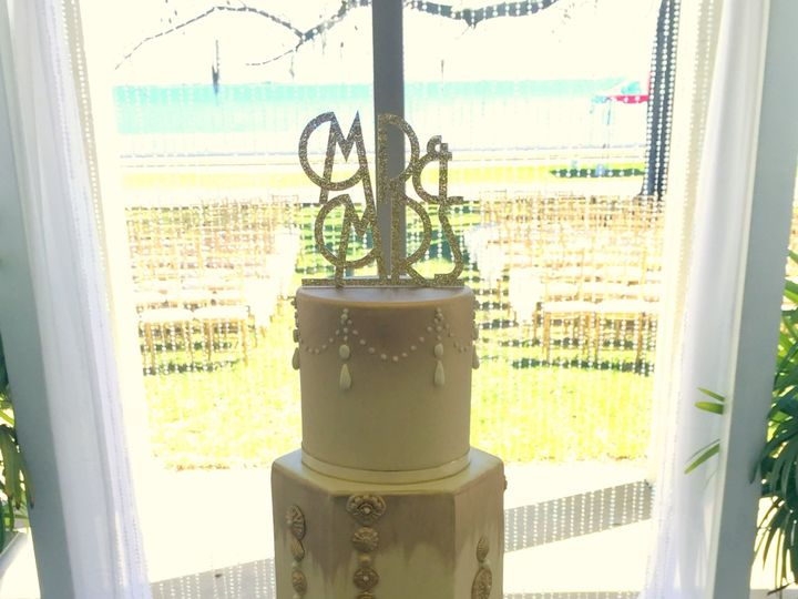 Tmx 1516745477 2cf63d826ee18b6e 1516745473 9c373ffbee4bd754 1516745460383 14 Gatsby Themed   W Saint Petersburg, Florida wedding cake