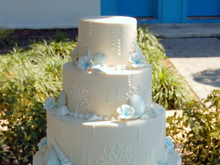 Tmx 1516746241 5b8a328c51047351 1516746239 Da12bd1d3149f6b1 1516746237038 10 Blue Ivory Beach  Saint Petersburg, Florida wedding cake