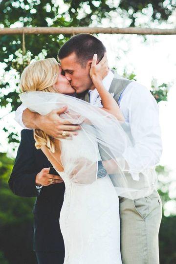 waco wedding kiss