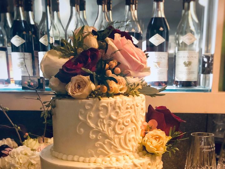 Tmx Fullsizeoutput 26bd 51 1065837 1559585794 Wilmington, MA wedding cake