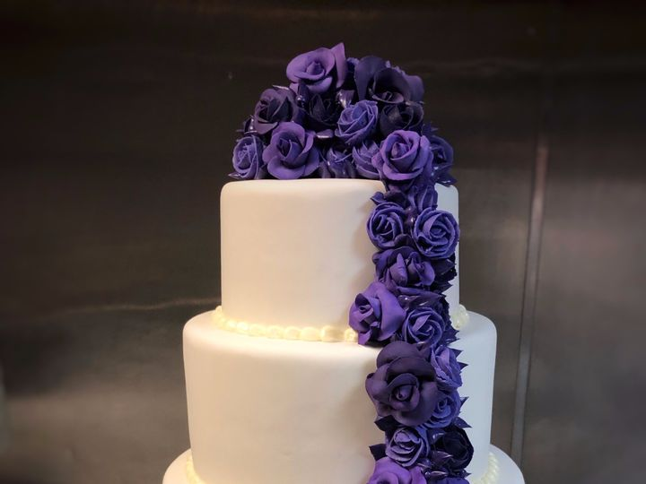 Tmx Fullsizeoutput 26be 51 1065837 1559585864 Wilmington, MA wedding cake