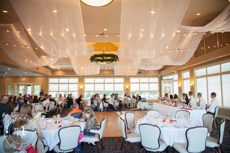 Indoor wedding reception at Lincoln Hills Golf Club