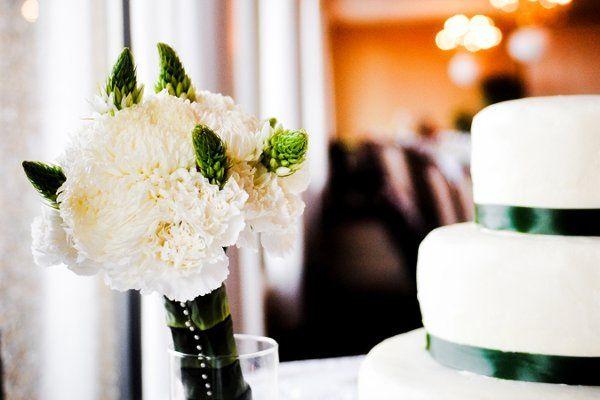 simple florals for a fresh springtime wedding
