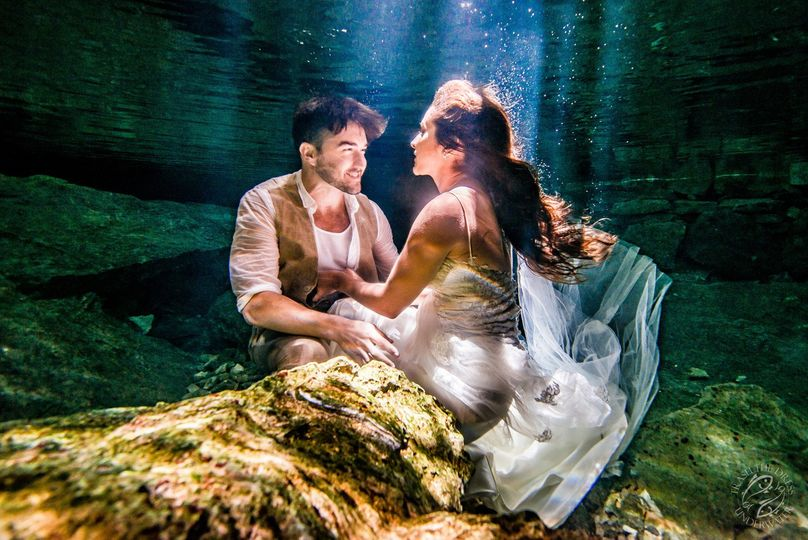 trash the dress underwater joelyn and mark web