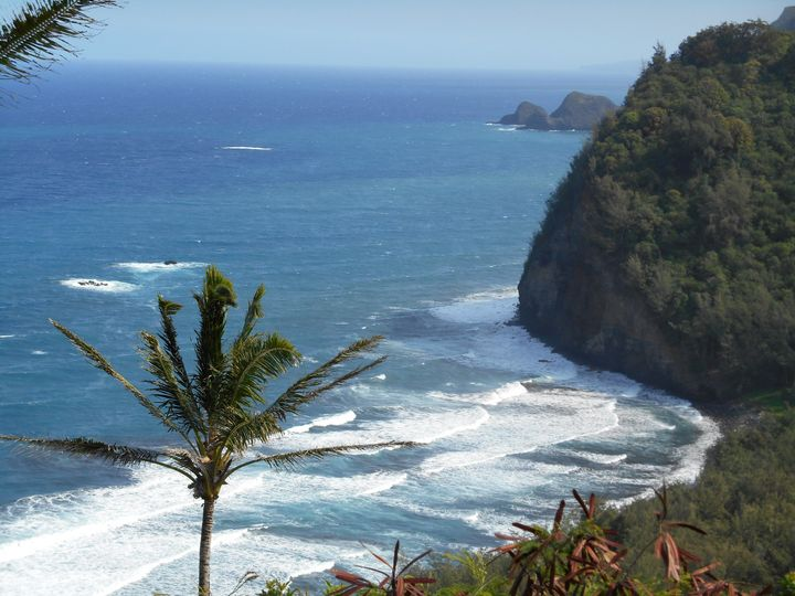 look down pololu valley viewpoint
