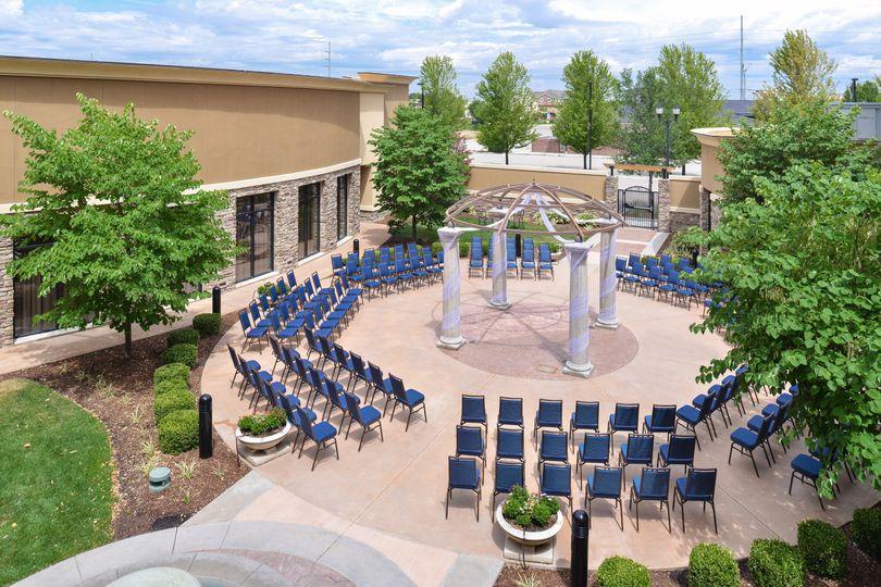 Outdoor Courtyard (seats 250)