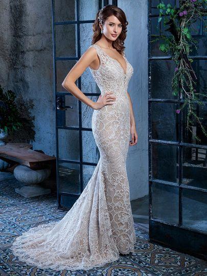 Slimming wedding dress