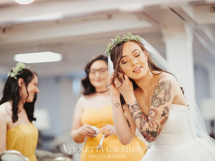 Tmx Roy Dm Wedding 02gettingready By Gavrilovawioletta 04 28 2019 Watermark 59 51 1025047 1568470696 Westfield, MA wedding photography