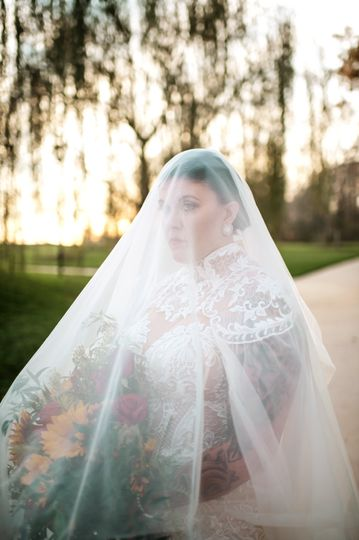 Bouquet under the veil