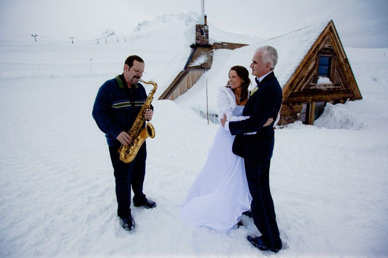 361a801325db17ba 1423638413666 silcox hut wedding 03