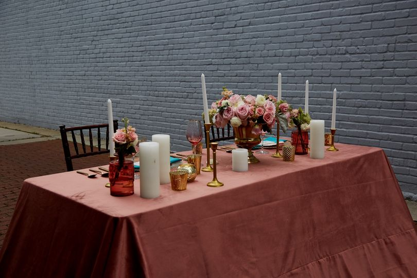 City Chic Sweetheart table