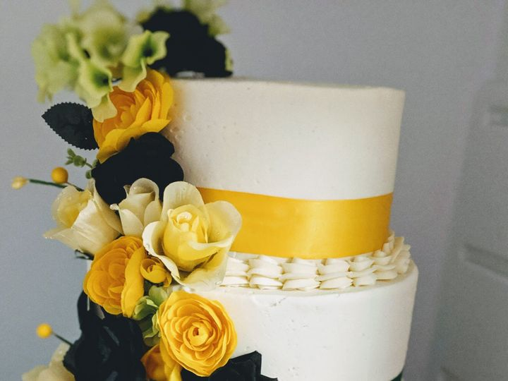 Tmx 00100dportrait 00100 Burst20190621225451651 Cover 51 992147 1567541318 Ellicottville, New York wedding cake