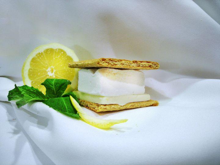 Long's Peak Lemon Lemon Flavored Marshmallow with White Chocolate Bar and Honey Graham Cracker