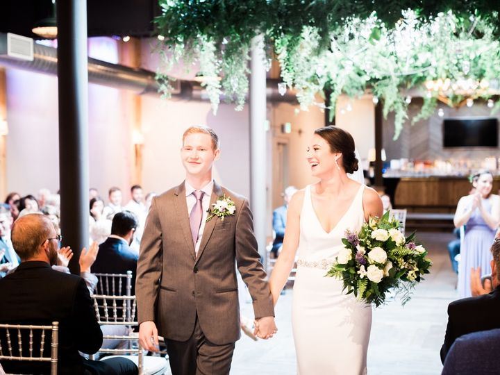 Tmx Leahandlawrenceceremonyweb215 51 665147 1557780732 Milwaukee, Wisconsin wedding florist