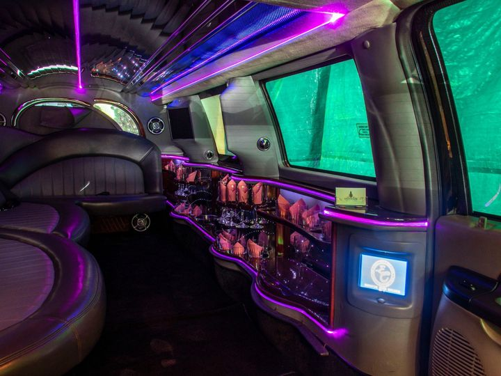 Tmx Rock Harbor 14 Passenger Stretch Suv Limo Wet Bar And Controls 51 1067147 1563927323 East Lansing, MI wedding transportation