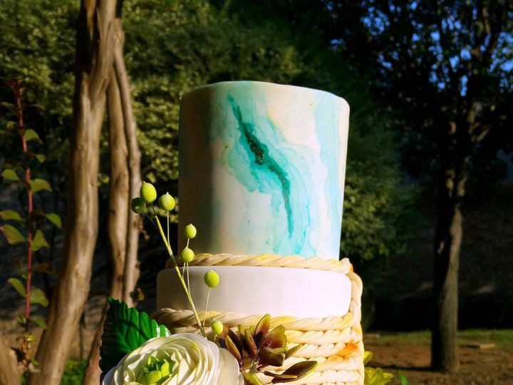 Tmx 20160621 193153 51 1069147 1559262225 Lake Dallas, TX wedding cake