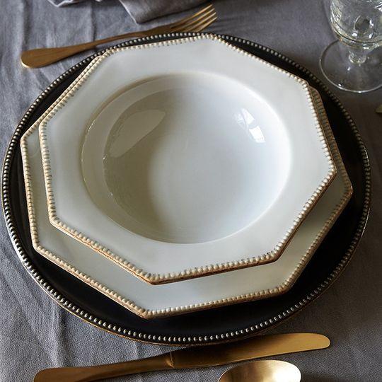 Dinnerware setting