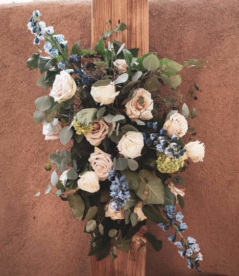 Florist: Moonchild Event Co.