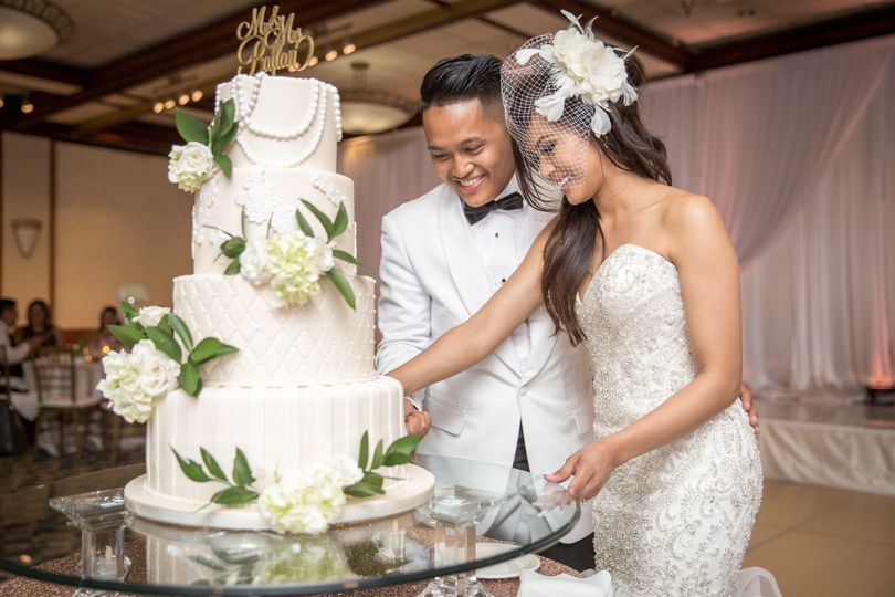 Cutting the cake - Newma Photography