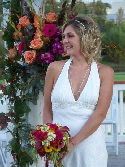 The gazebo at Palos Country Club is the backdrop for this bride and her colorful bouquet.