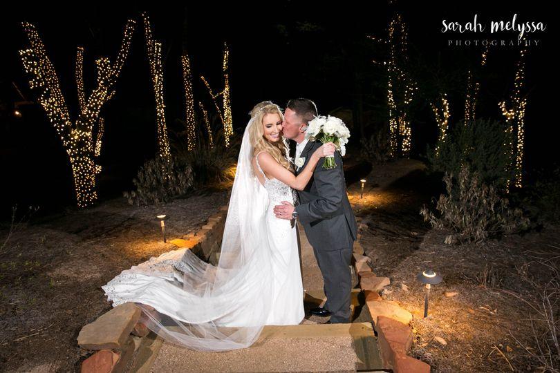 morgan and joshua big sky barn wedding photographe