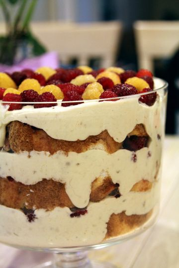 raspberry and banana custard trifle