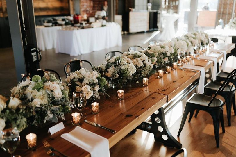 Gorgeous head table!