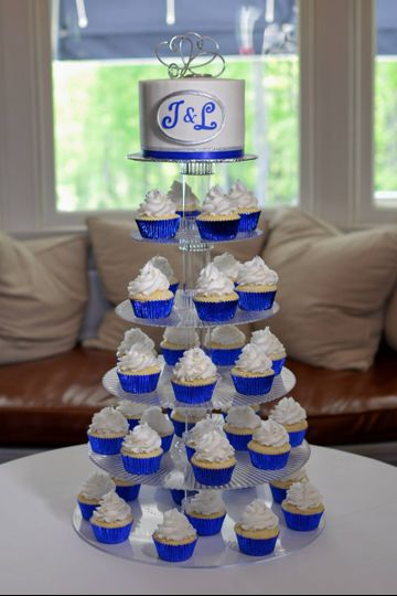 royal blue monogram cupcake wedding kemble inn lenox may 2013