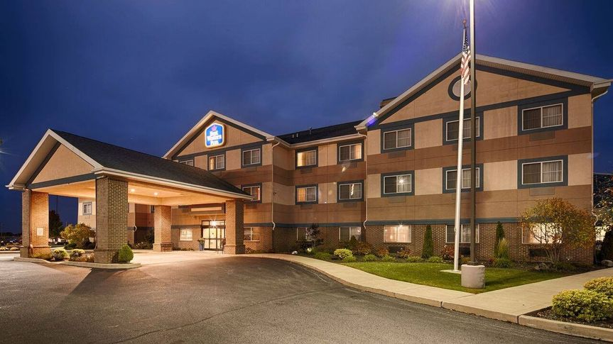 hotel entrance 51 50447 157901770631737