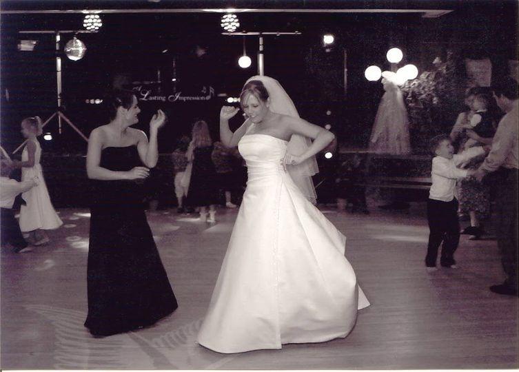 bride dancing ali 51 403447 158202071310497