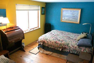 Queen size room at Dancing Yarrow Retreat