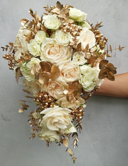 Cascading bouquet - Ivory&Gold