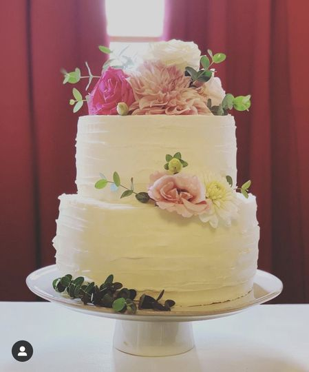 "8"" and 6"" tiered cutting cake"
