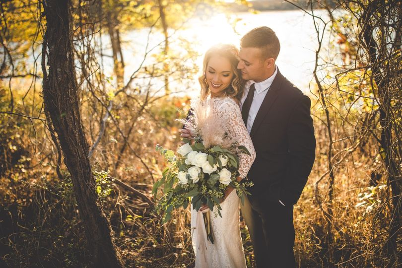 Stunning newlyweds - Yellow Horse Photography