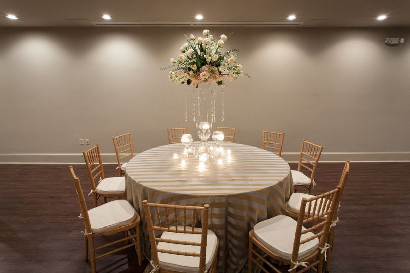 Table and chairs set-up