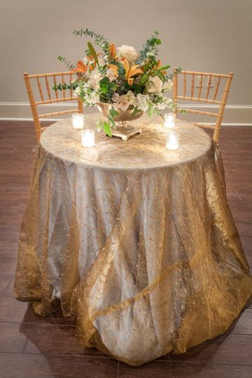 Table set-up with bouquet