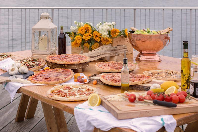 pizzas salad 51 1048547