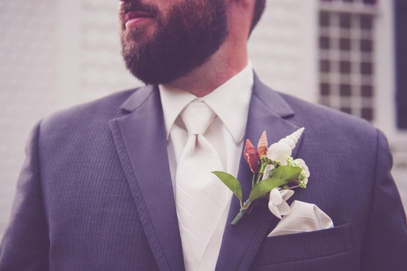 Neutral boutonniere