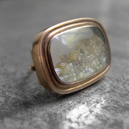 Antique brooch with rough diamonds
