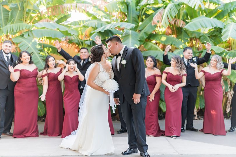 Couple and wedding party - M.V. Photography