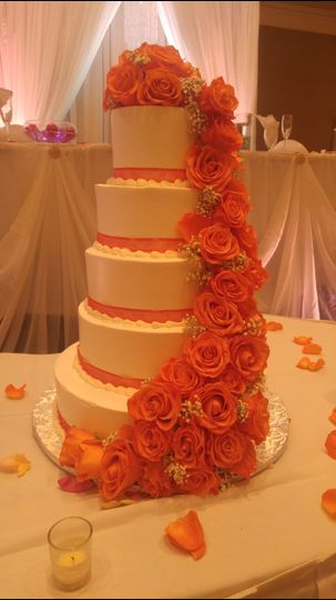 Wedding cake peach roses