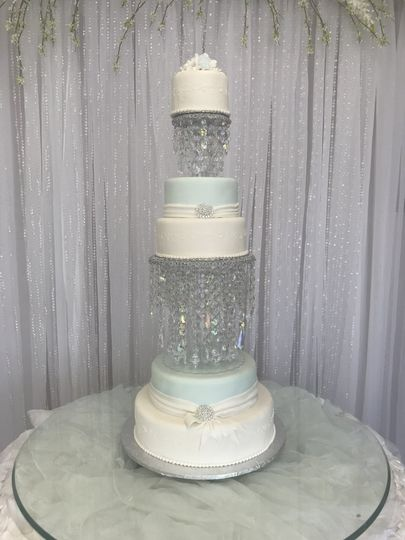 Wedding cake with crystals