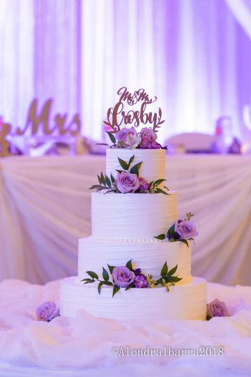 Wedding cake fresh lilac roses