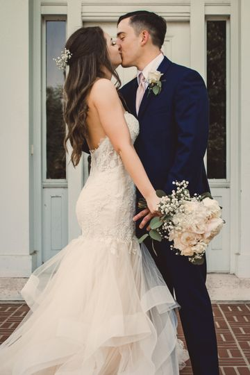 Kissing couple - Jessie Fry Photography