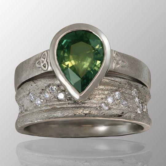 Emerald pear shape wedding set