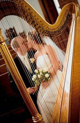 Kiss behind the harp