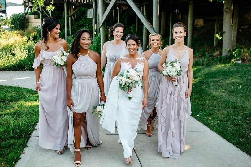 Soft glam for the bride&maids