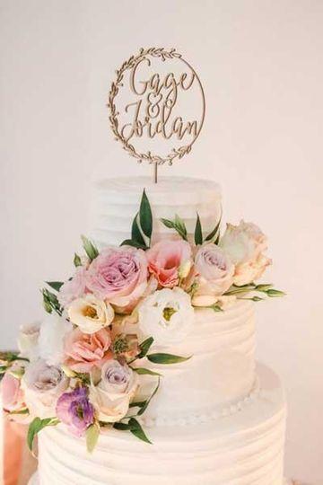 Floral wedding cake decor