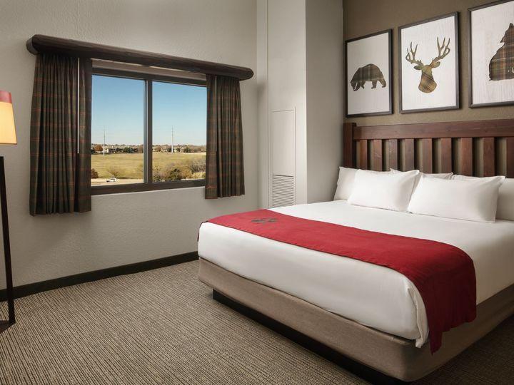 Tmx Gwl Room 4035 Grizzly Bear Suite King 51 89847 Williamsburg, VA wedding venue
